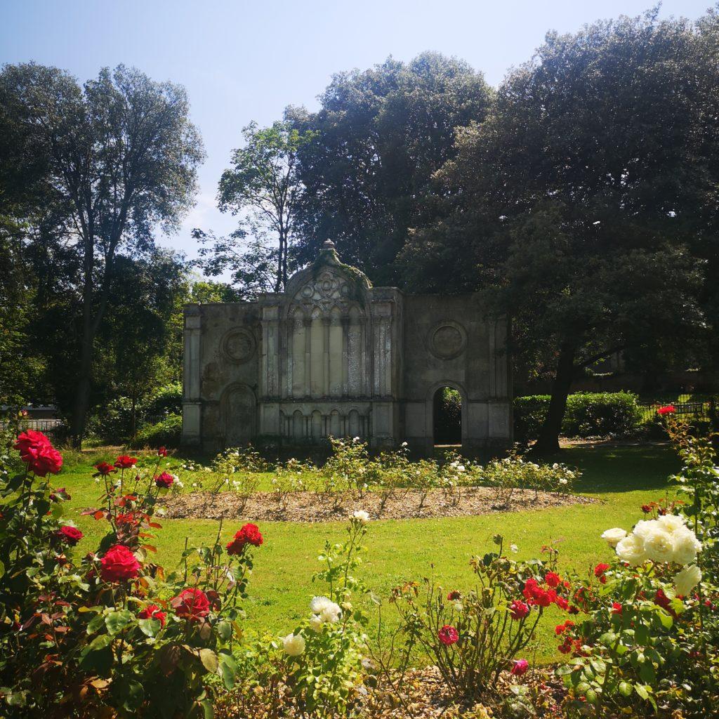 Christchurch Priory Gardens
